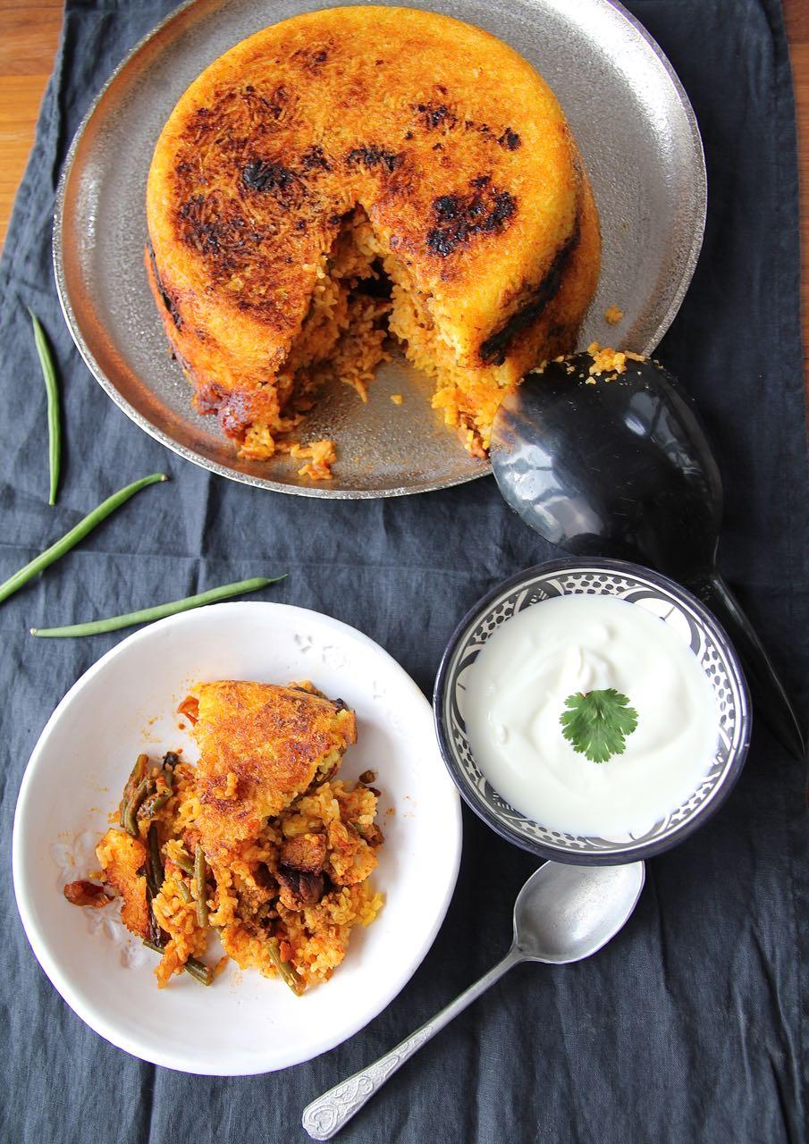 Estamboli Polo - persischer Reiskuchen mit Lammfleisch und grüne Bohnen