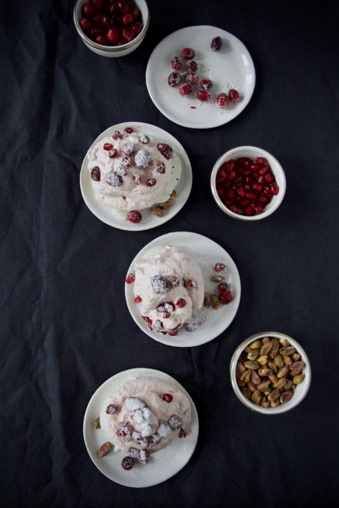 Mini Pavlova mit Pistazien und Cranberry Mascarpone-Sahne-Creme